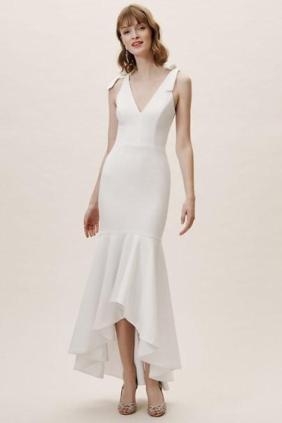 cheaper 529c1 9c114 Say YES to the dress: Schöne Low Budget-Brautkleider unter ...