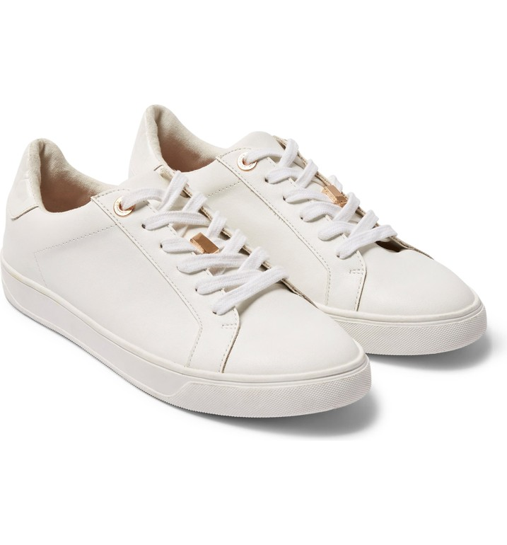 10 White Sneakers Outfits 12 Perfect White Sneakers Merrick S Art